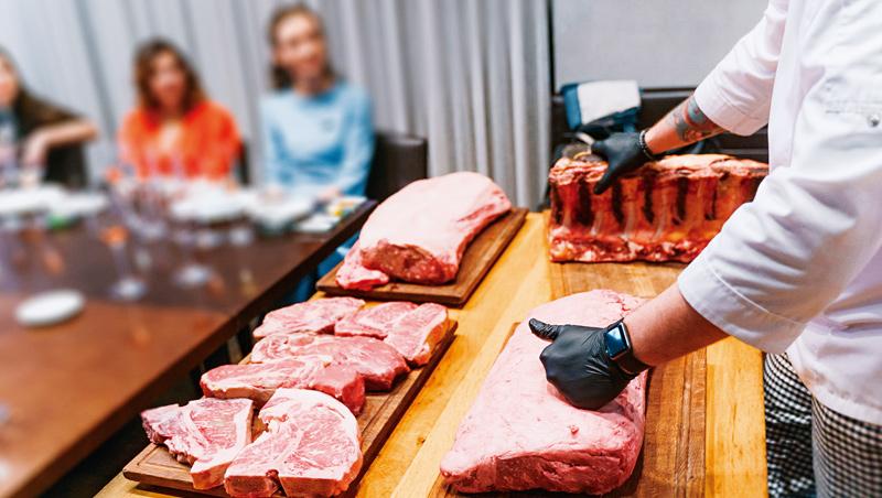 私廚這一行多半是主打無菜單的創意料理,COVID-19肆虐引爆強烈的末日感,反似激發饕客及時行樂的欲望。
