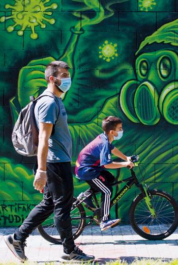 社會遭逢巨變,青少年所受的心靈衝擊更勝成年