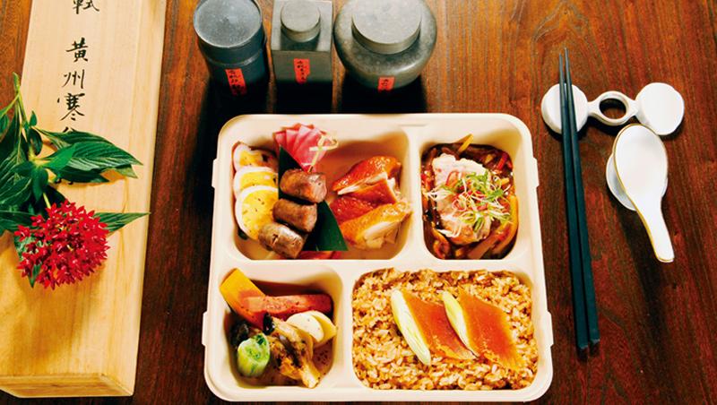 這款主食來自高雄梓官契作的烏魚子,配上鬆散的秈米炒成,閃耀金色光芒。