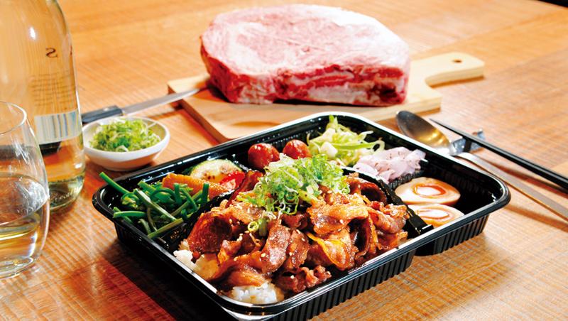 來自日本宮崎的黑毛和牛,搭配自製醬汁燒烤,每一口都能吃到甘甜。