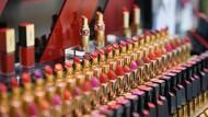 跨國彩妝師「一夕變冗員」啟示》撐過疫情才發現,同樣的事1/5人力就能做到
