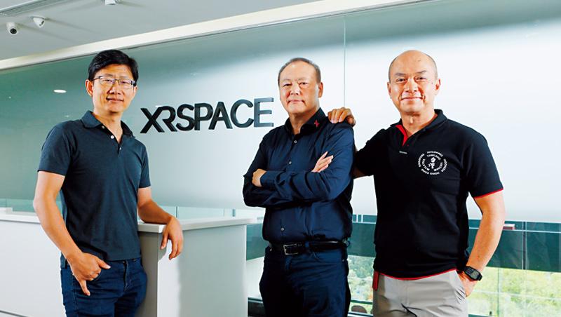 周永明(中)找了擅長社群操作的陶韻智(左),及手機時代老戰友高通劉思泰(右),一起打造他口中史上最好的VR體驗。