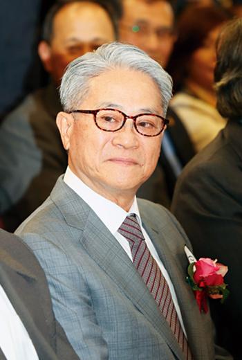 今年年滿70歲的台新金控董事長吳東亮,必須處理掉彰銀問題,才能放心交棒給次子吳昕豪。