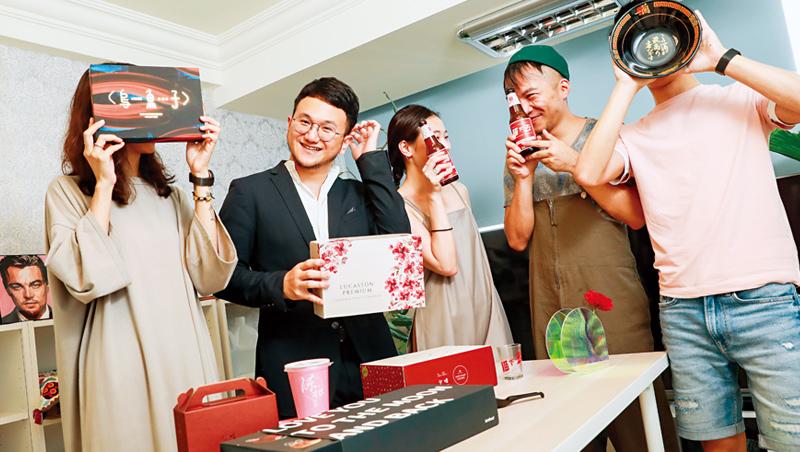 卡個位執行長:王耀誠(左2)