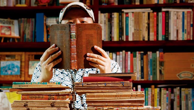 買說、藏書、讀書、說書之人:黃震南