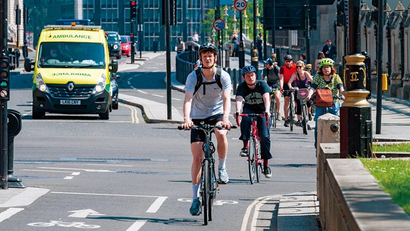 疫情期間,使用腳踏車代步的人變多了,倫敦、米蘭、西雅圖皆乘機推出「無車計畫」,改善市容也更環保。