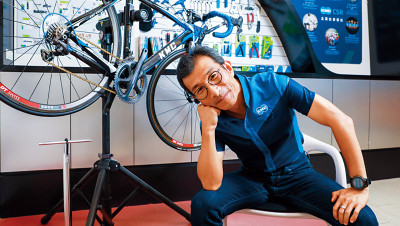 當了31年全球冠軍,吳盈進用每次升級拉大與對手距離。今年將推出的App讓用戶掌握騎乘里程,主動提醒保養,成為首個能跟用戶「對話」的鏈條。