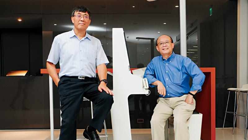 緯創醫學總經理:黃俊東(圖左)