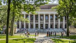 哈佛、MIT對川普提告!無預警逼國際學生離美,哈佛校長:魯莽又殘忍