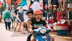 「二輪」現在到哪都受歡迎!印度人不再擠火車,摩托車大熱賣