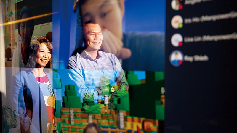 台灣微軟數位高手何虹(左)、卞志祥(右)表示,在符合資安下,「幾乎沒有什麼溝通一定要面對面!」