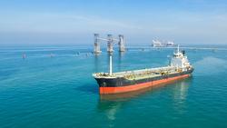 油價以後是中國說了算?全球最大石油進口國,正用人民幣影響油價