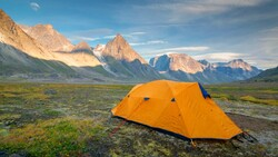 吃完就睡!享受戶外星光一夜好眠,露營新手怎麼挑帳篷、睡袋?