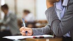 寫作文,最後都變成應付考試...論文門風暴過後,我們該教給孩子的事