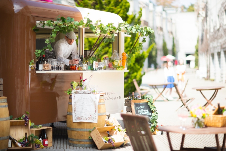 一整條彷彿中古世紀城堡的商店街「甜椒小路」集合了包含美食、戶外用品、伴手禮、兒童服飾等近20家店鋪,讓大人們也可以很輕鬆地在此逛街購物。