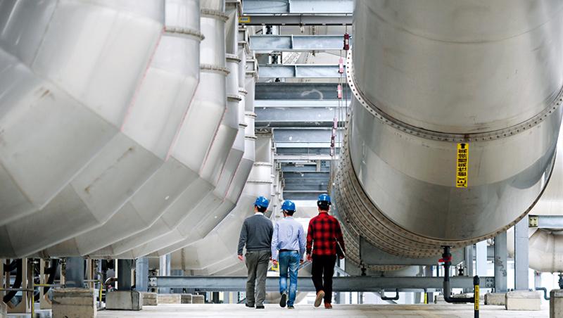 台積電的空污防制處理設備,已經能將製程中使用的揮發性氣體廢氣削減97.8%,領先半導體同業。