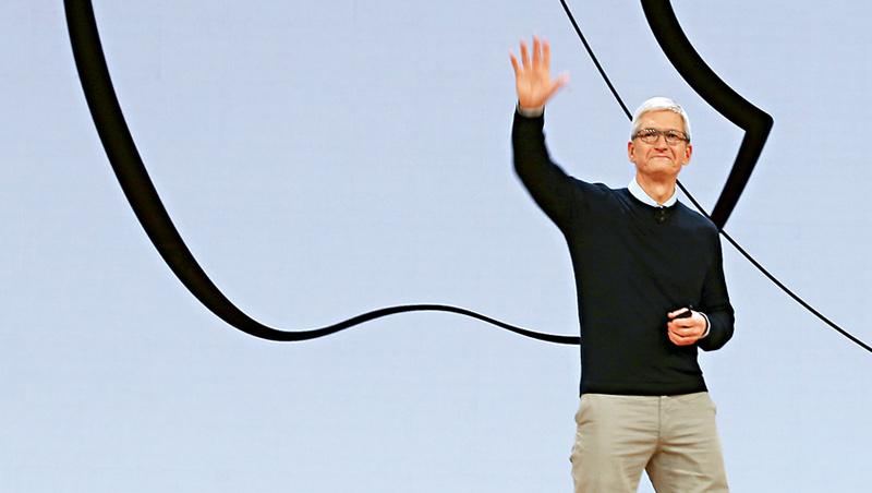 供應鏈管理出身的庫克,不像賈伯斯成天往設計部門跑,而是重視財務營運、鼓勵部門合作,成功讓蘋果市值成長至兩兆美元。