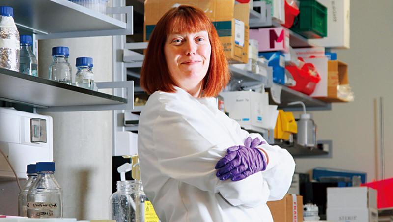 疫苗學家吉爾伯特致力研發COVID-19疫苗,她的三胞胎兒子也參加了臨床試驗。