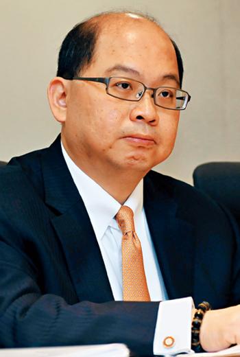 施景彬是勤業眾信的要角,也曾是總裁候選人之一,結果捲入KY公司康友案,偵訊後以30萬元交保。