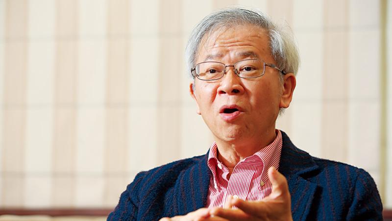 台大教授湯明哲認為,英特爾不該將高階製程委外,應嘗試撤換高層,再在製程努力。