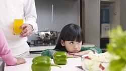 越有本事的父母,越容易陷入中年危機?一個故事看懂「放手」重要性