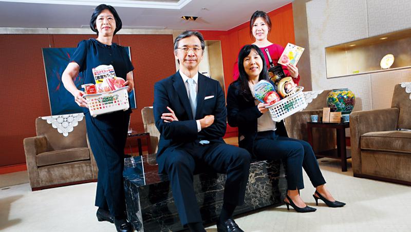 台隆集團董事長:黃教漳(左2)