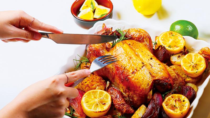 以醃漬的鹹檸檬,重現摩洛哥風味的香草馬鈴薯烤雞。