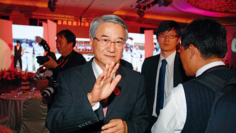 吳東進41歲成為新壽董事長,到75歲卻遭金管會痛批「嚴重違背公司治理」裁罰停職。