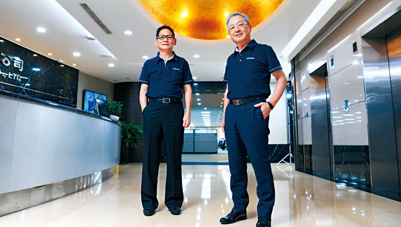廣運機械董事長:謝清福(右)、熱傳事業部總經理:陳茂欽(左)