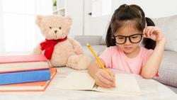 資優生越早培養越好?研究發現:讓孩子「早讀」,更可能害了他