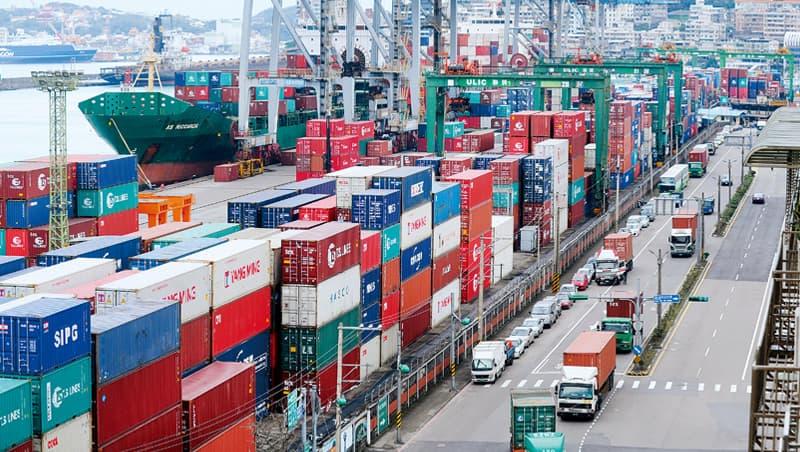 美中貿易戰2018年開打,反而有助台灣出口,今年8月出口值超過300億美元,創歷年單月新高。
