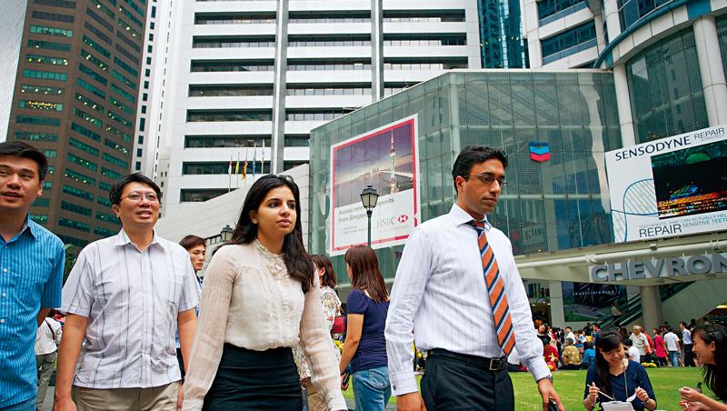 新加坡長期吸引國際人才,2019年外籍工作者占整體勞動力逾37%,但此現象因政策轉彎出現改變。