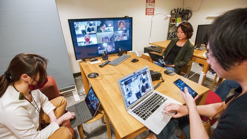 疫後世界,遠距工作盛行,無論文字或視訊聯繫,皆須具備數位肢體語言溝通能力。