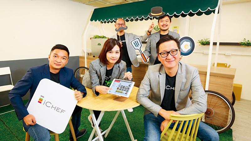 聯手國際業者帶小店升級,資廚共同創辦人程開佑(右1)說:「過去餐飲集團有資源,但未來,反而會是小店有科技優勢。」