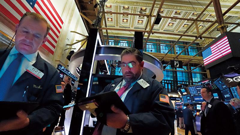 政治對股市的干擾,在今年尤為強烈,美國總統大選前,全球股市恐難風平浪靜。
