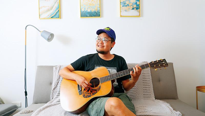 蘇打綠阿福,也就是魚丁糸的可田,他笑稱:「這也是角色扮演啦。」他是團裡的吉他手兼團長,用他的話說就是:「幫大家訂便當的人。