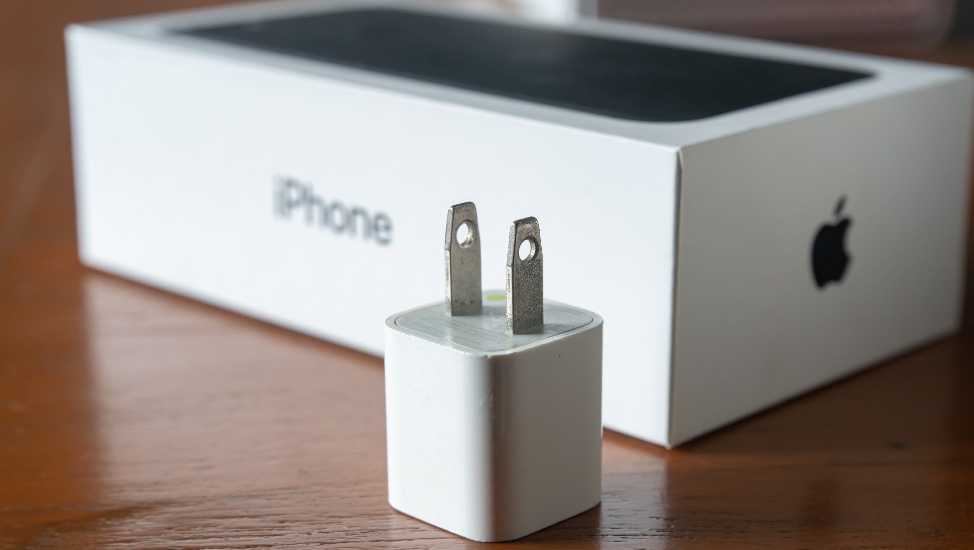 德銀分析師指出,蘋果不附贈電源轉接器的主要考量是財務利益。