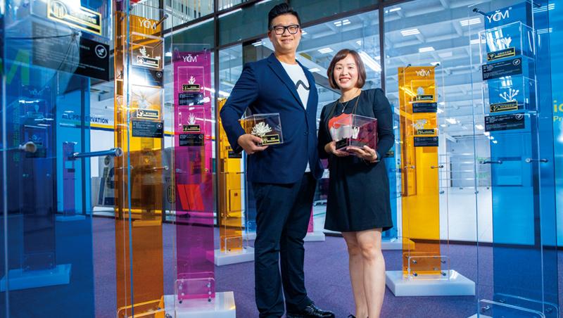 優克美共同創辦人陳冠杰(左)與陳裕華(右),靠逾20萬筆的黴菌大數據,讓他們透過照片就能揪出發黴元兇。