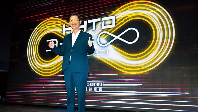 在首屆鴻海科技日上,鴻海董事長劉揚偉直言,現在的汽車業宛如30多年前的PC業,正從封閉走向開放。