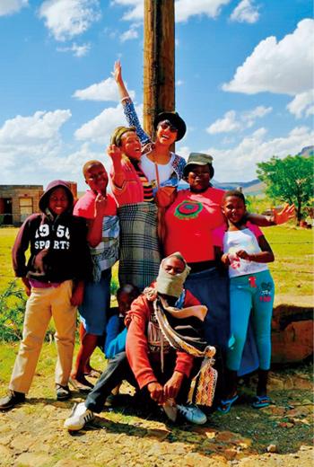 蔡小季喜歡造訪小鎮,不走一般觀光客路線,在非洲賴索托的塔巴采卡,跟著當地人過生活。