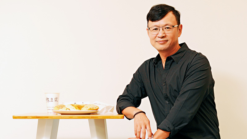 阜杭豆漿第二代徐立耀坦言,過去該店的對外溝通只有一句話:「老闆不在!」如今,他學著思考老店的新生。