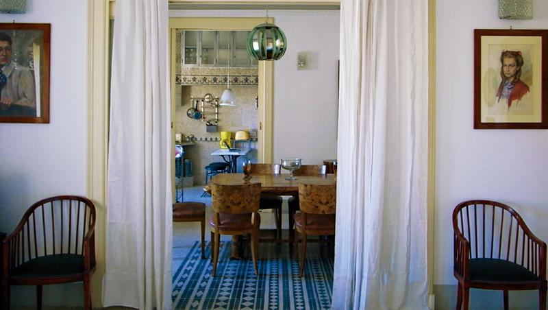 從客廳到飯廳及廚房,半通透的開放空間既有層次感又能維持隱私。