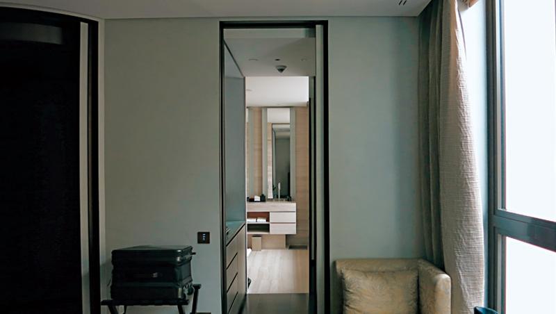 房內色彩低調沉穩,細看用料高雅精緻,質感也如品牌服飾一般簡約舒適。
