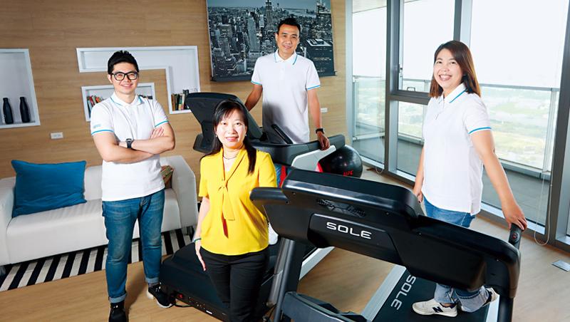 岱宇國際行銷暨業務部副總經理:徐麗雯(左2)