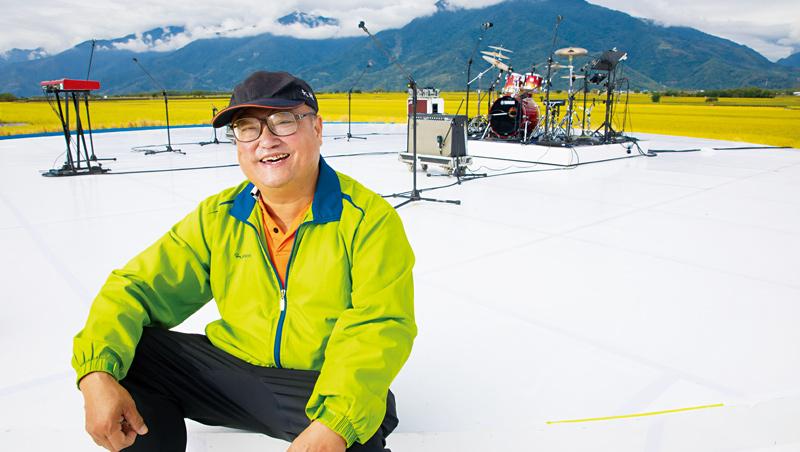 拍照時,梁正賢講起池上米,話匣子停不下來。「想像得到冠軍米的時候喔。」攝影這才逮到空檔,捕捉到「梁員外」笑容。