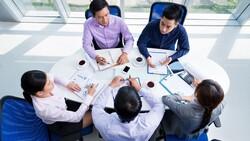 """向老闆報告工作上遇到的難題,比用 """" problem """" 更好的單字是?"""