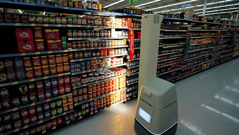 過去幾年,沃爾瑪在數百間分店採用高約180公分的貨架掃描機器人,協助掃描貨架、辨識需要補貨的商品。
