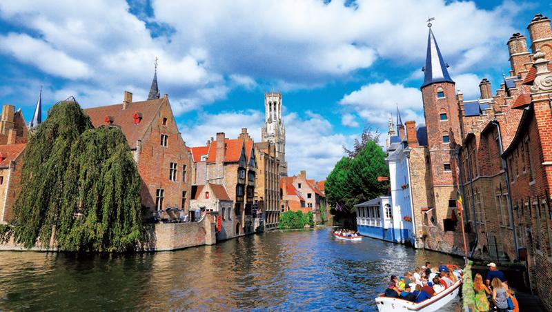 運河穿越的布魯日歷史中心是歐洲小型夢幻水鄉的代表。