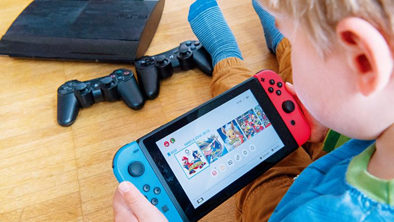 任天堂的決策錯誤意外翻轉電玩市場,也被迫不斷提升自己,2020年獲利再創新高。
