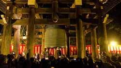 日本人跨年》蕎麥麵一定要細長、寺院鐘聲要敲滿108響...原來有這些含義